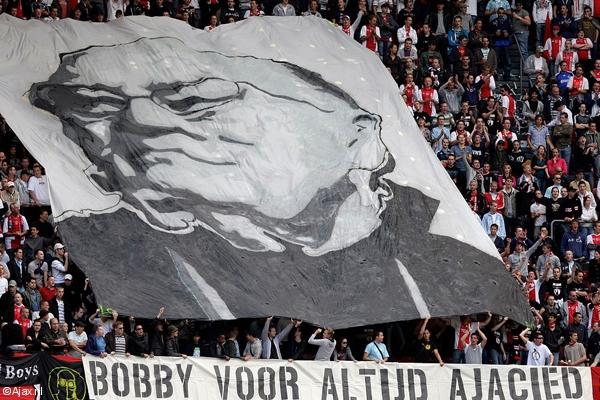 Le Mouvement en Hollande - Page 12 090611-Bobby_tifo