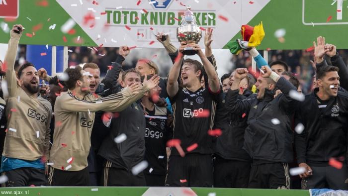 De Ligt soulève le premier trophée de sa carrière